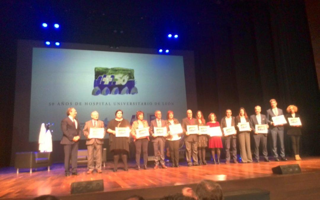 El Hospital de León reconoce la labor de Alzheimer León en los actos conmemorativos de su 50 aniversario