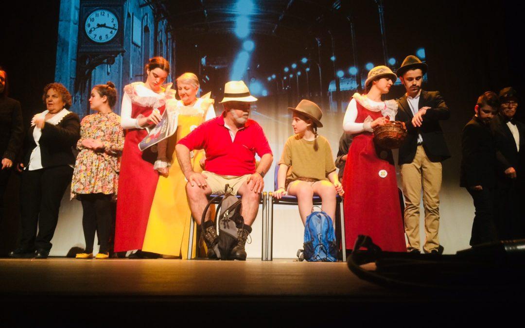 Personas con Alzheimer  y escolares se suben juntos al escenario en León para estrenar el montaje teatral 'La vuelta al mundo en busca de la felicidad'