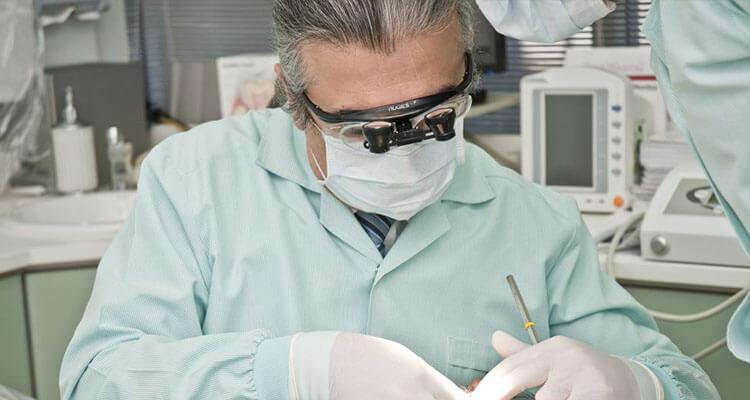 Descubren que existe una relación directa entre la gingivitis y el Alzheimer